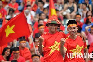 Cổ động viên cháy hết mình cổ vũ Olympic Việt Nam tranh HCĐ