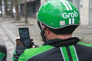 Xử lý nghiêm tình trạng lái xe Grab xử dụng điện thoại di động khi lái xe