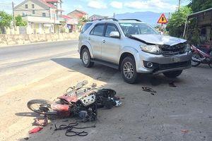 Hà Tĩnh: Xe ô tô biển xanh tông xe máy, 1 người nguy kịch