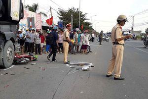 Xe ben tông liên tiếp 2 xe máy khiến 2 người tử vong