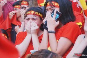 Những khoảnh khắc hàng nghìn CĐV lặng người, bật khóc nức nở khi Olympic Việt Nam vụt mất HCĐ