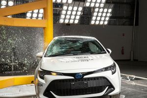 Toyota Corolla 5 cửa được đánh giá rất an toàn