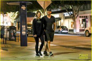 Chris Pratt và bồ trẻ diện đồ đôi, dạo phố vui vẻ trong buổi hẹn hò