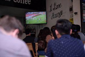 Người dân Thủ đô hồi hộp theo dõi trận Olympic Việt Nam - Olympic UAE