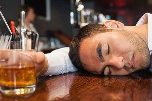 Tiêu thụ 7 ly rượu nặng 1 tuần có khả năng dẫn đến ung thư