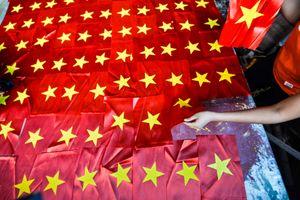 Cờ đỏ sao vàng - niềm tự hào trong tim người Việt