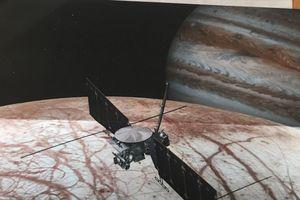 Chuyên gia NASA trả lời thư của bé gái 4 tuổi về vệ tinh Europa