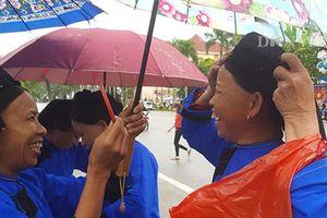 Người dân xứ Lạng nô nức đội mưa trẩy 'chợ tình' ngày Quốc khánh