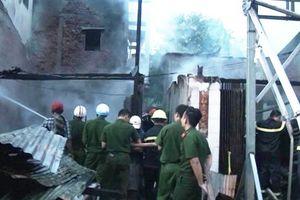 'Bà hỏa' thiêu rụi nhiều nhà dân lúc rạng sáng 2-9