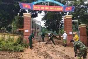 Đoàn Kinh tế Quốc phòng 4 (Quân khu 4) giúp dân khắc phục hậu quả sau lũ