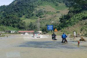 Quốc lộ 6 đi Hòa Bình, Sơn La: Nhiều đoạn đường vẫn bị ngập lụt, sạt lở đất