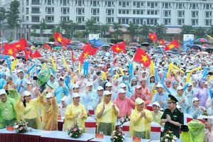 Biển người ở Quảng Ninh vỡ òa niềm vui khi học sinh tỉnh nhà vô địch Olympia