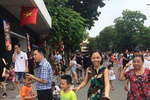 Chùm ảnh: Không khí mùng 2/9 tại hồ Hoàn Kiếm