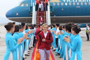 Nhìn lại khoảnh khắc đúng chuẩn nam thần của các cầu thủ Olympic Việt Nam khi về nước