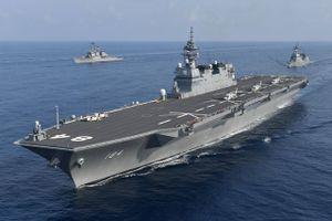 Tàu chiến lớn nhất Nhật Bản tập trận 'hiếm' với Mỹ trên Biển Đông