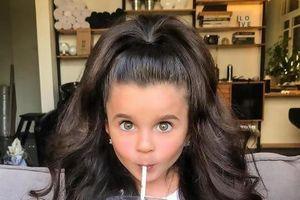 Bé gái 5 tuổi sở hữu mái tóc đầy mê hoặc