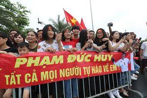 Olympic Việt Nam lặng lẽ rời sân bay Nội Bài, hàng ngàn CĐV hụt hẫng ra về