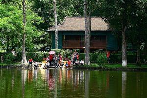 Thăm khu di tích nhà sàn Bác Hồ ở Hà Nội