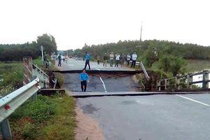 Cầu Tân Hà bất ngờ sập trong đêm, giao thông bị chia cắt