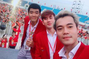 Văn Toàn, Đức Chinh cười rạng rỡ trong lễ mừng công ở Mỹ Đình