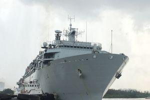 Tàu HMS Albion thuộc Hải quân Hoàng gia Anh cập Cảng Sài Gòn