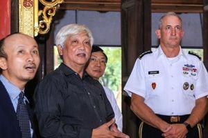 Tướng Mỹ thăm đền thờ Hai Bà Trưng và góc nhìn ông Dương Trung Quốc
