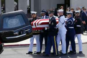 John McCain – 'Con sư tử cuối cùng' của Thượng viện Mỹ an nghỉ tại nghĩa trang hải quân