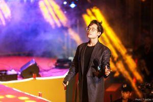 Hà Anh Tuấn bắt nhịp bài hát karaoke 'quốc dân' cùng hàng nghìn khán giả Thủ đô