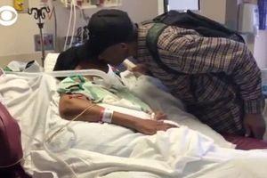 Cụ ông 99 tuổi đi bộ 10 km mỗi ngày để được chăm sóc người vợ đau ốm