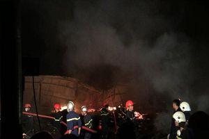 Cháy lớn tại kho gỗ ở Quảng Nam, hàng trăm cảnh sát trắng đêm dập lửa