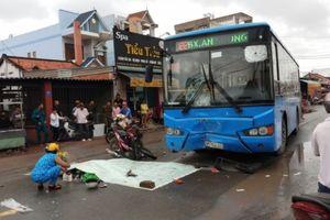 Đối đầu xe buýt, một người chết, một người nguy kịch