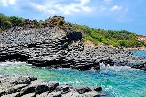 Phát hiện thêm những vỉa đá thiên tạo ở danh thắng quốc gia Gành Đá Đĩa