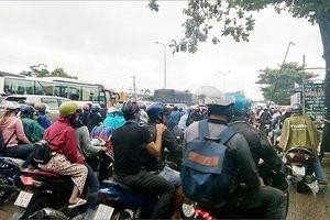 TPHCM kẹt xe kéo dài tại cửa ngõ phía Tây sau kỳ nghỉ lễ