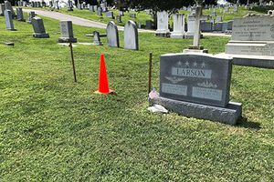 Thượng nghĩ sỹ John McCain yên nghỉ bên cạnh phần mộ bạn thân