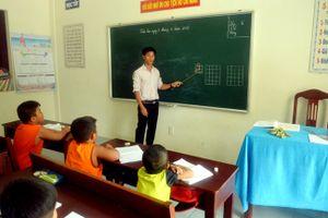 Người Thầy giáo quyết tâm mang con chữ ra nơi 'đầu sóng ngọn gió'