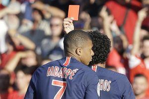 Kylian Mbappe dính thẻ đỏ vì hung hãn với đối phương