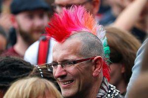 Thành phố của Đức tê liệt vì 2 phe tả - hữu biểu tình chống nhau