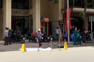 Người đàn ông ngoại quốc chết trước khách sạn ở trung tâm Sài Gòn