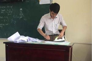 Thầy giáo Hải Phòng là áo cho học sinh đón năm học mới