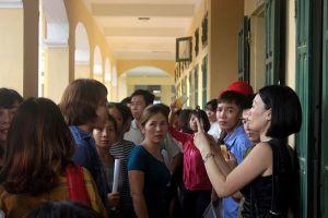 Hà Nội: Trước ngày khai giảng, hàng trăm phụ huynh 'vây' trường phản đối 'lạm thu'
