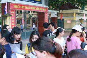 Hà Nội: Tố trường lạm thu, nhiều phụ huynh không đưa con đi khai giảng?
