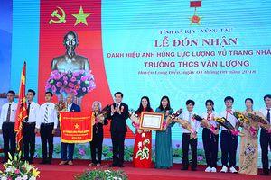 Trường THCS Văn Lương, huyện Long Điền (Bà Rịa - Vũng Tàu) đón nhận danh hiệu Anh hùng LLVT nhân dân