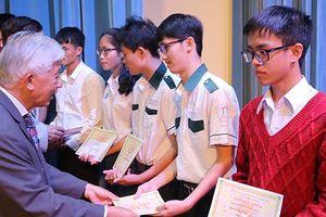 Trao 179 suất học bổng Vallet cho học sinh, sinh viên