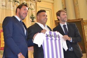 Ronaldo 'béo' vung núi tiền, trở thành ông chủ CLB La Liga