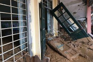 Xót xa cảnh trường ngập đất trước ngày khai giảng