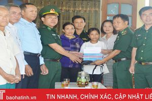 Biên phòng Hà Tĩnh đỡ đầu 61 học sinh tiếp tục đến trường