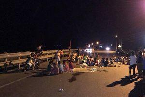 Bị kích động, người dân vây giữ 2 cán bộ suốt nhiều giờ