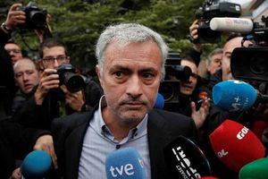 SỐC: Mourinho lĩnh án 1 năm tù vì bị cáo buộc gian lận thuế