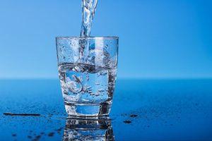 Cách uống nước giúp chuyện ấy thăng hoa, vợ chồng nên biết