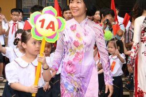 Học sinh cả nước hân hoan chào năm học mới